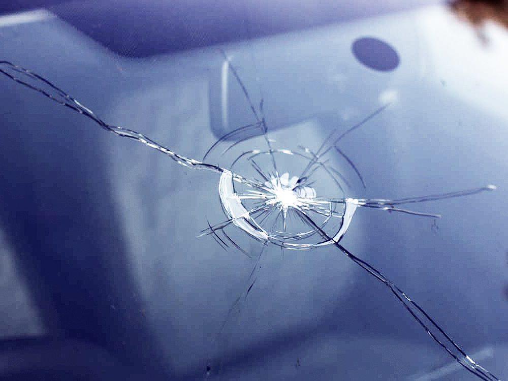 repairing-chipped-car-windshield